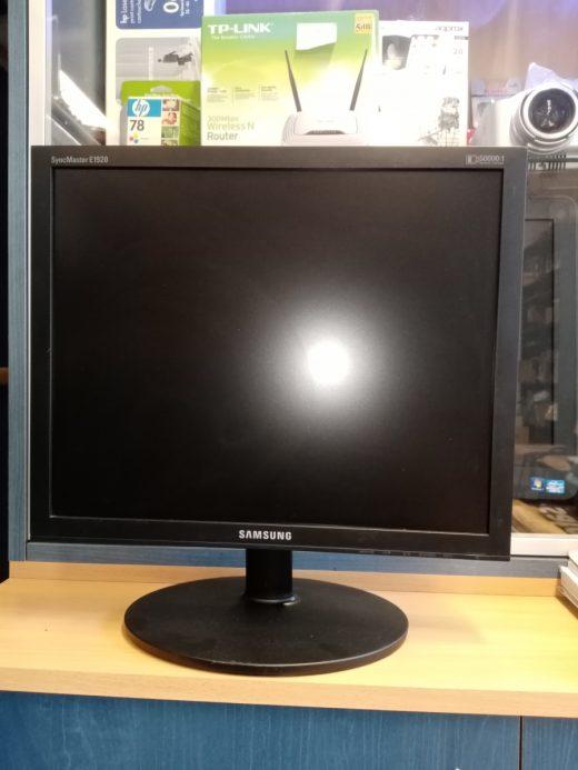 Samsung E1920NR