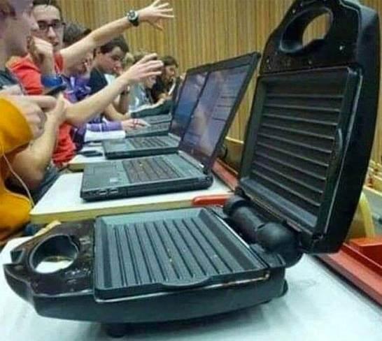 Szendvicssütő notebook helyett: vigyázat, gyorsan melegszik!